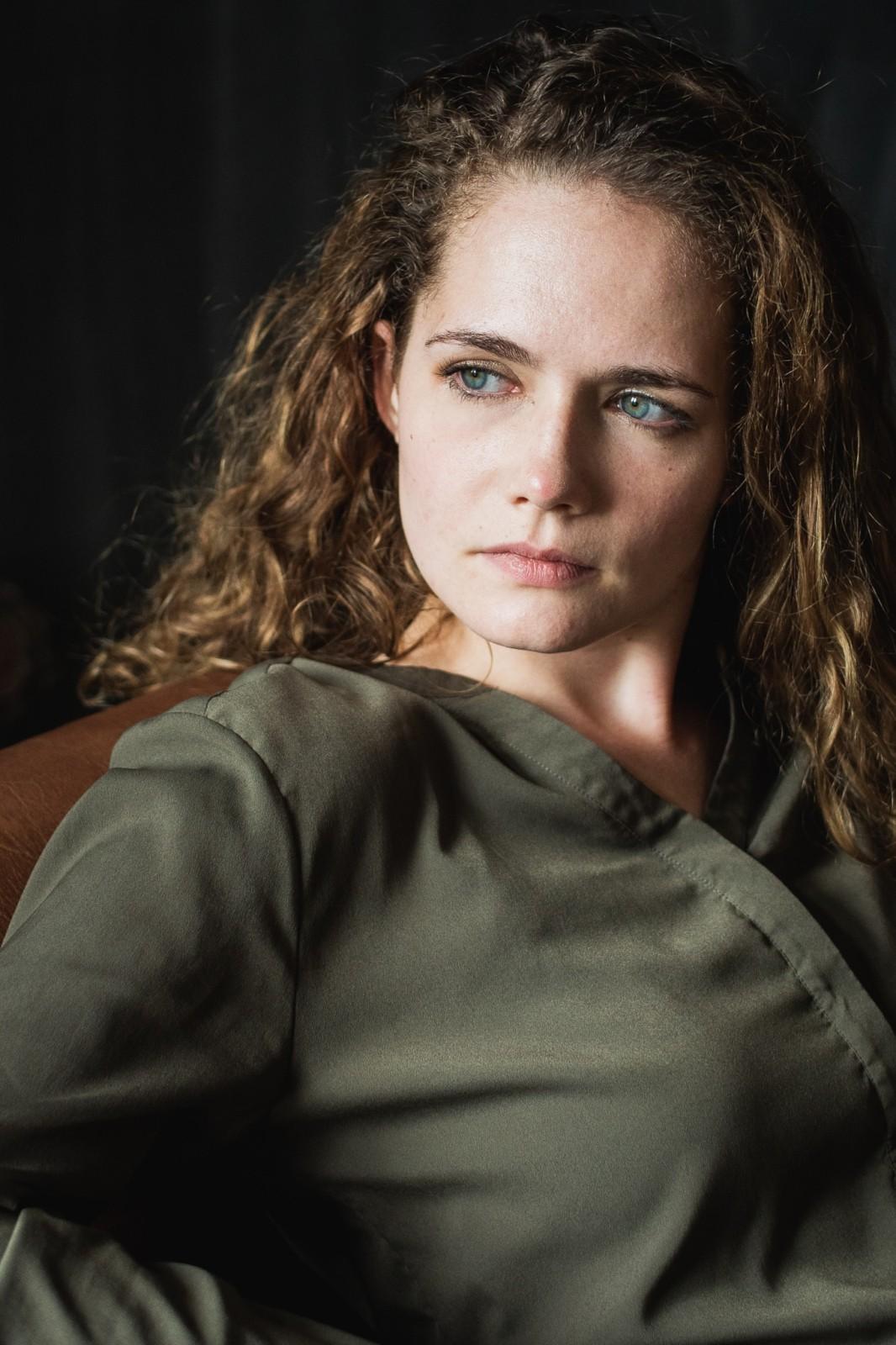 3220871 - Lisa Guzek | Actress